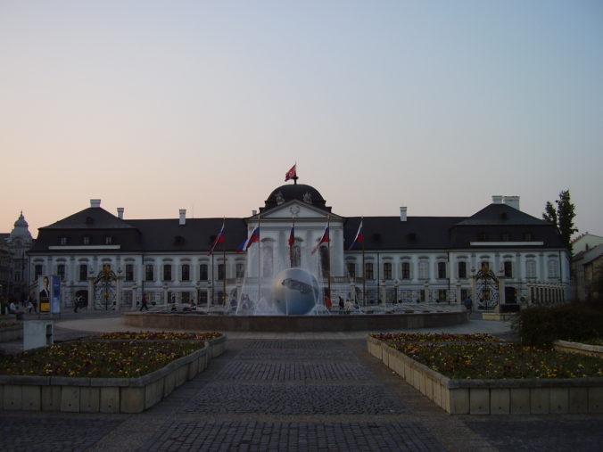 Hodžovo námestie a Prezidentský palác