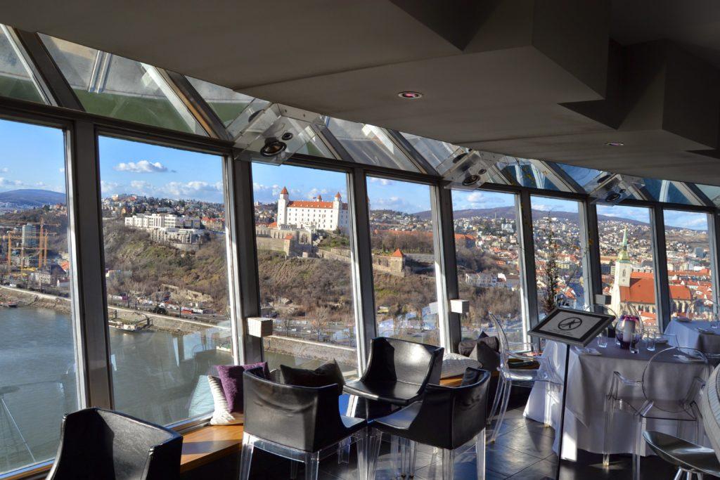Výhľad z reštaurácie na Bratislavskom Ufe
